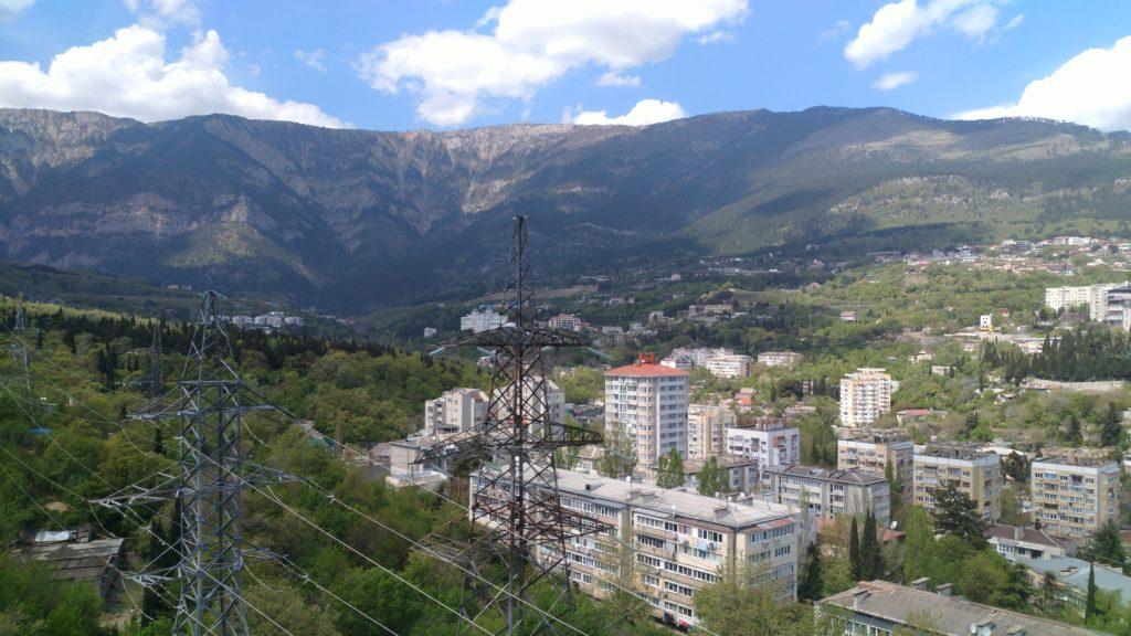 Светлая двухкомнатная квартира с видом на горы 15