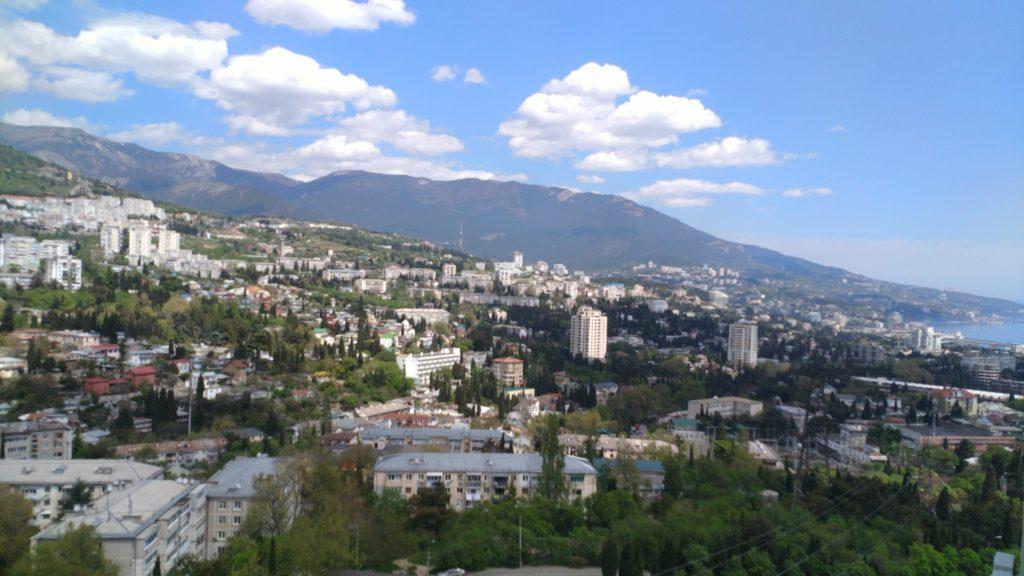 Светлая двухкомнатная квартира с видом на горы 9