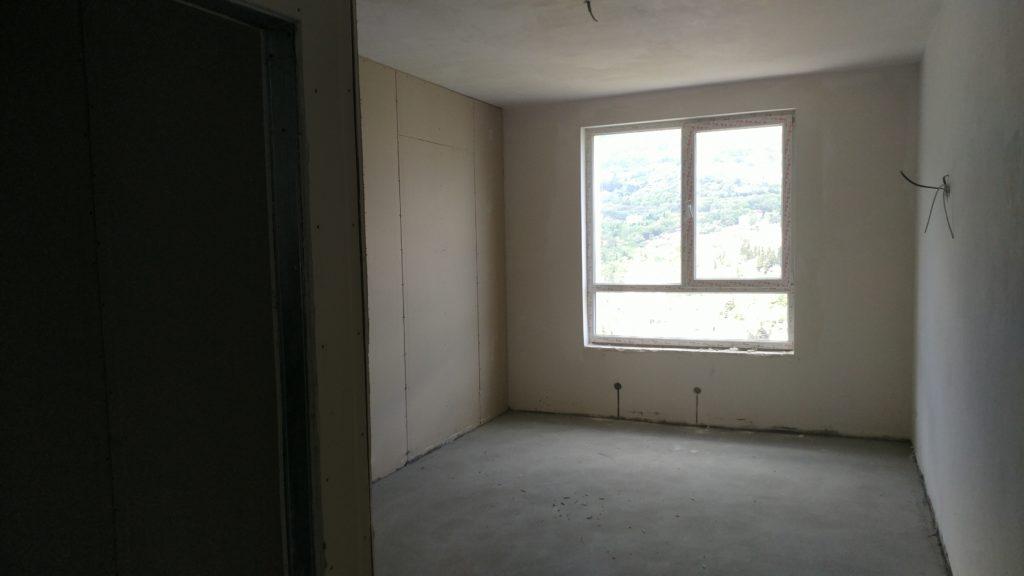 Светлая двухкомнатная квартира с видом на горы 18