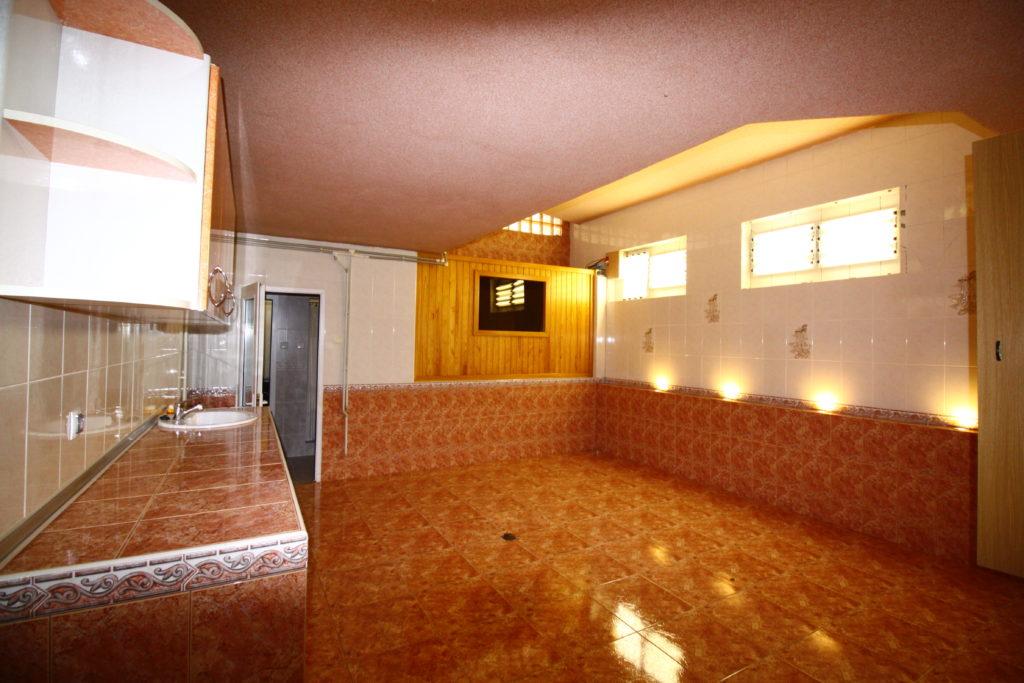 4х комнатная квартира в центре Ялты 17