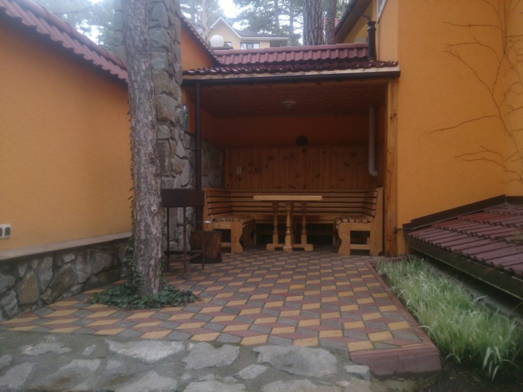 Дом в лесу, Долоссы 3