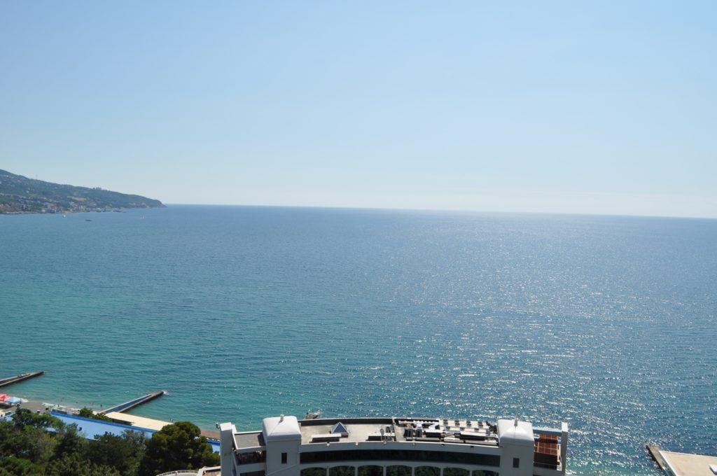 Просторный апартамент с видом на море 2