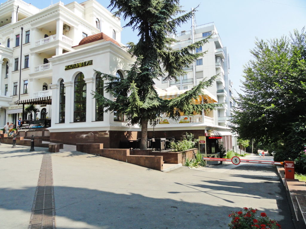 Дизайнерские апартаменты в Алуште 19