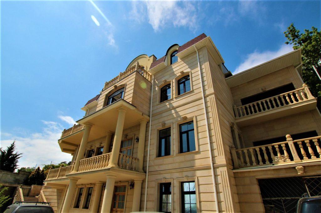 Дом расположен в окружении Крымских сосен 3