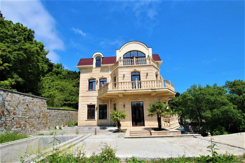 Дом расположен в окружении Крымских сосен 42