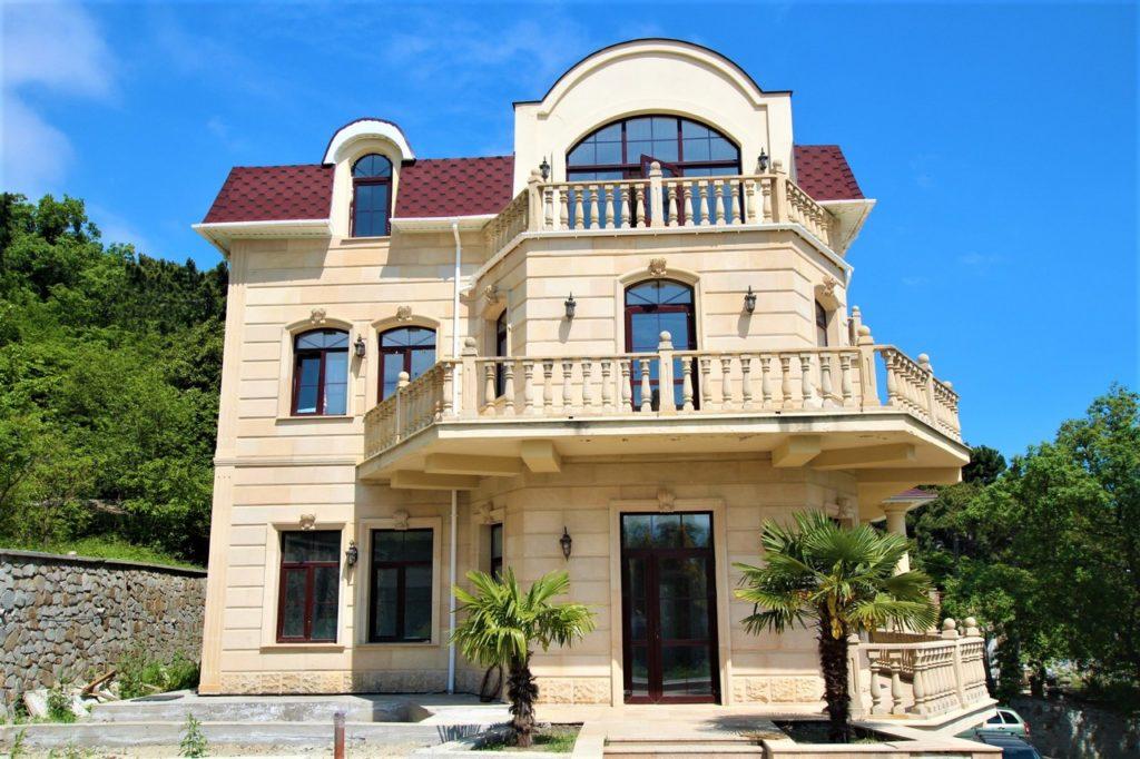 Дом расположен в окружении Крымских сосен 4
