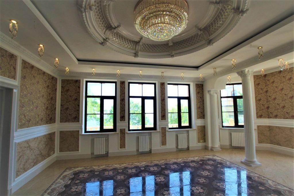 Дом расположен в окружении Крымских сосен 6