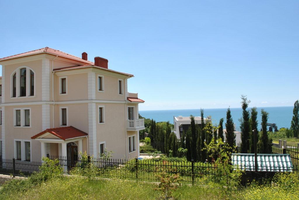 Продается 3-х этажный дом в Средиземноморском стиле 1