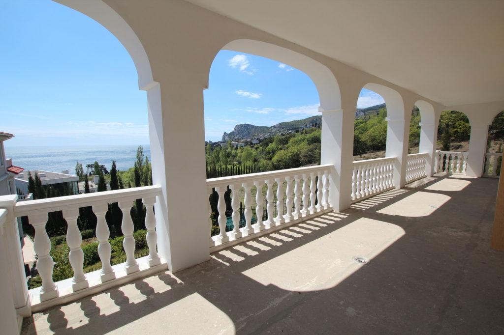 Продается 3-х этажный дом в Средиземноморском стиле 9