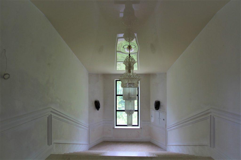 Дом расположен в окружении Крымских сосен 26