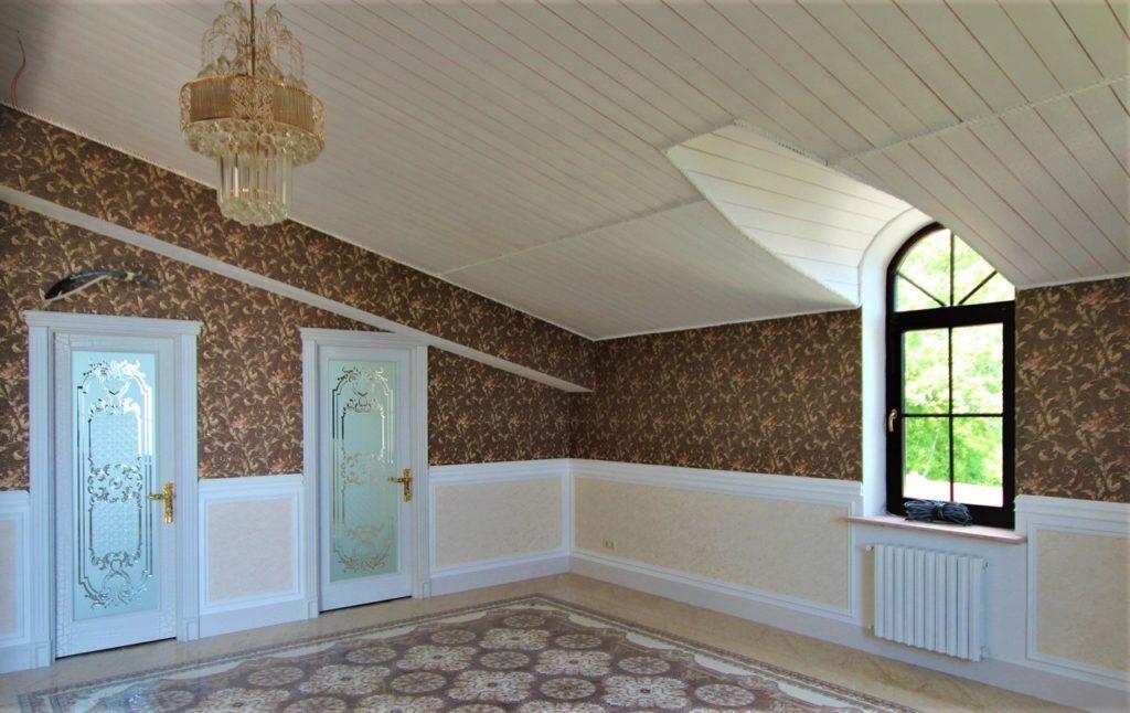 Дом расположен в окружении Крымских сосен 30