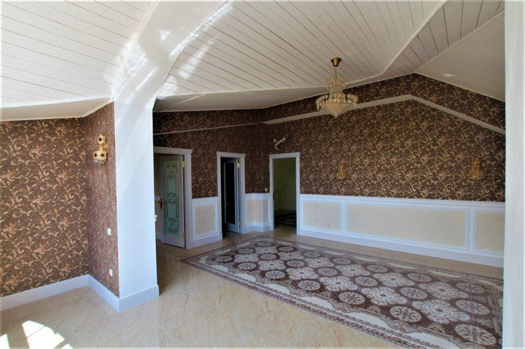 Дом расположен в окружении Крымских сосен 35