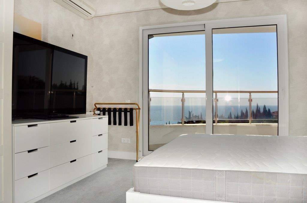 Современные 3-х комнатные апартаменты с лучшим видом на море и город 20