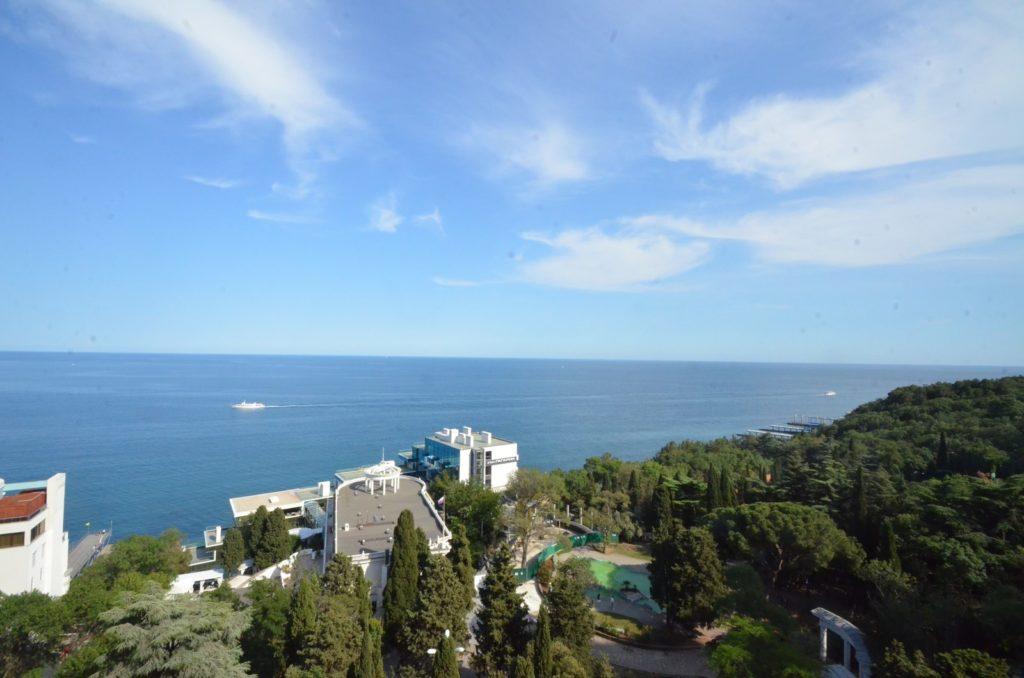 Просторный апартамент с видом на море 4