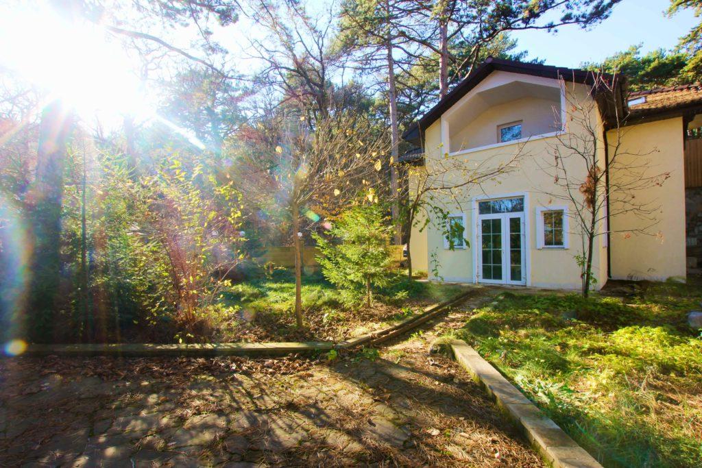 Двух этажный дом в закрытом посёлке Горный 9