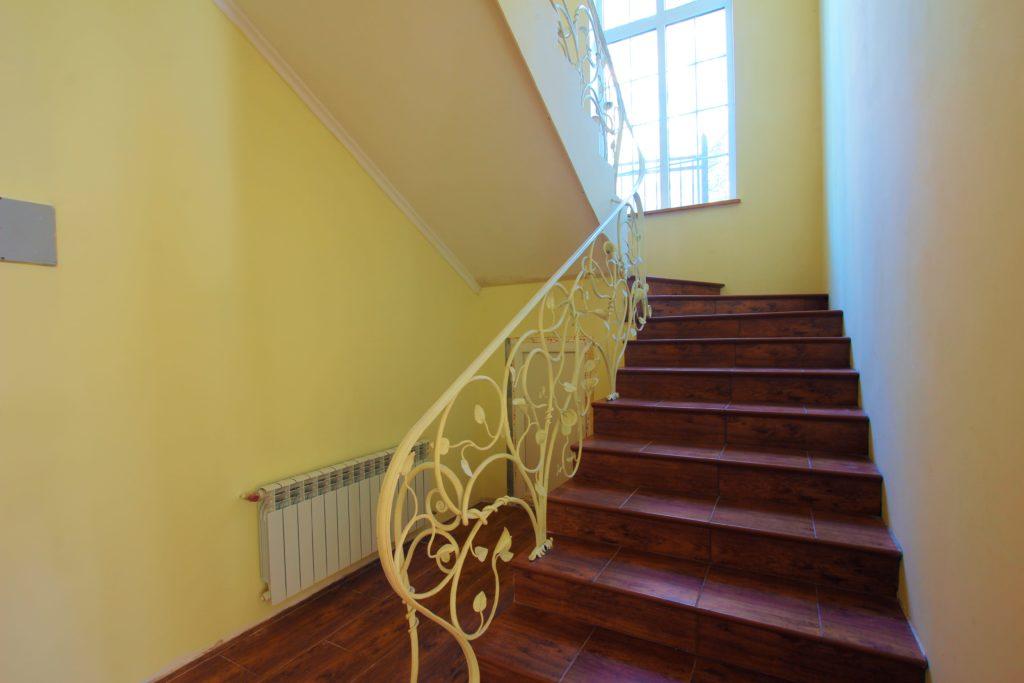 Двух этажный дом в закрытом посёлке Горный 16