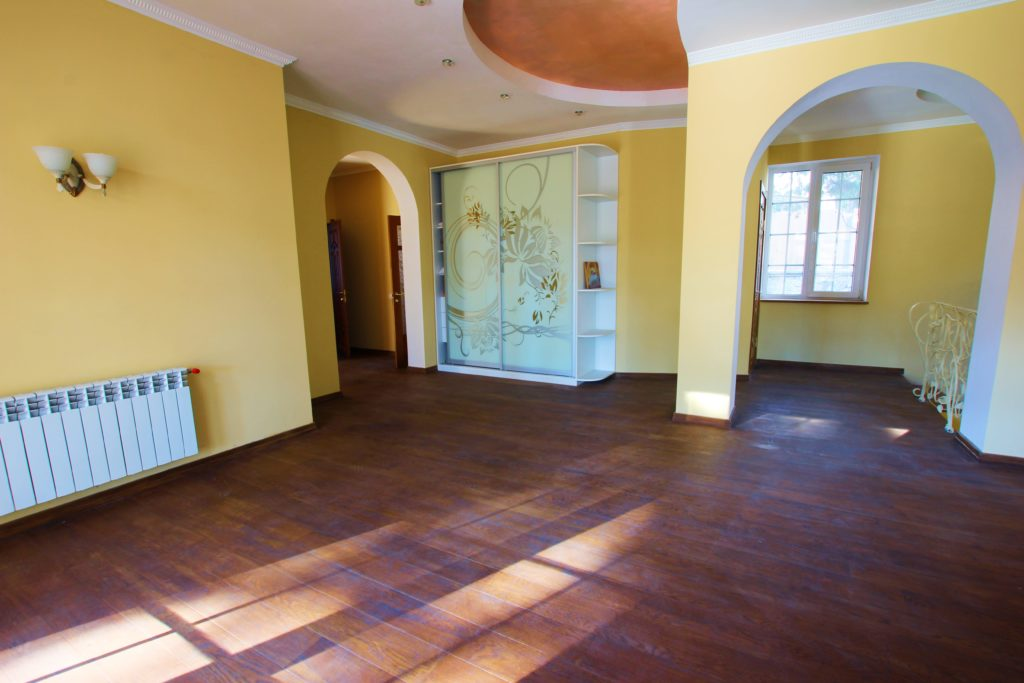 Двух этажный дом в закрытом посёлке Горный 19