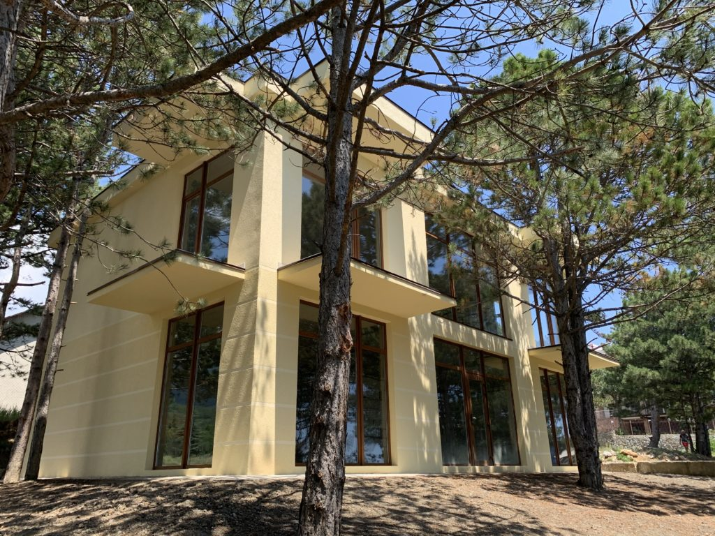 Купить дом 220 м2 на участке 5 соток в Ялте пгт. Гаспра 1