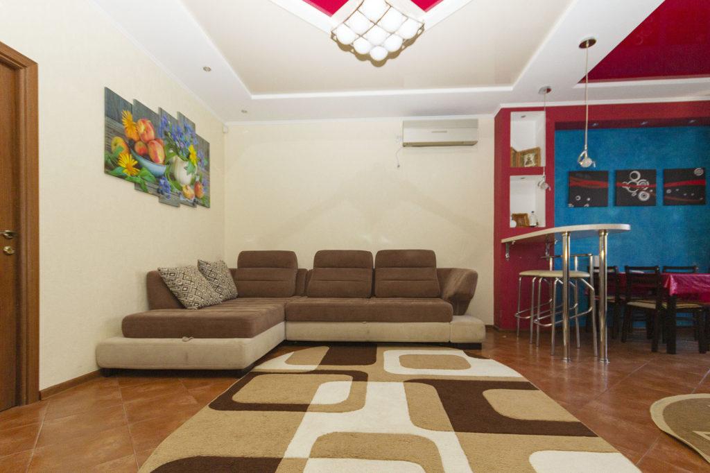 3-х комнатная квартира на Володарского 10