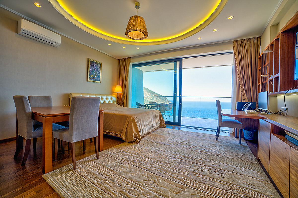 Апартаменты с прямым видом на море и с ремонтом 11