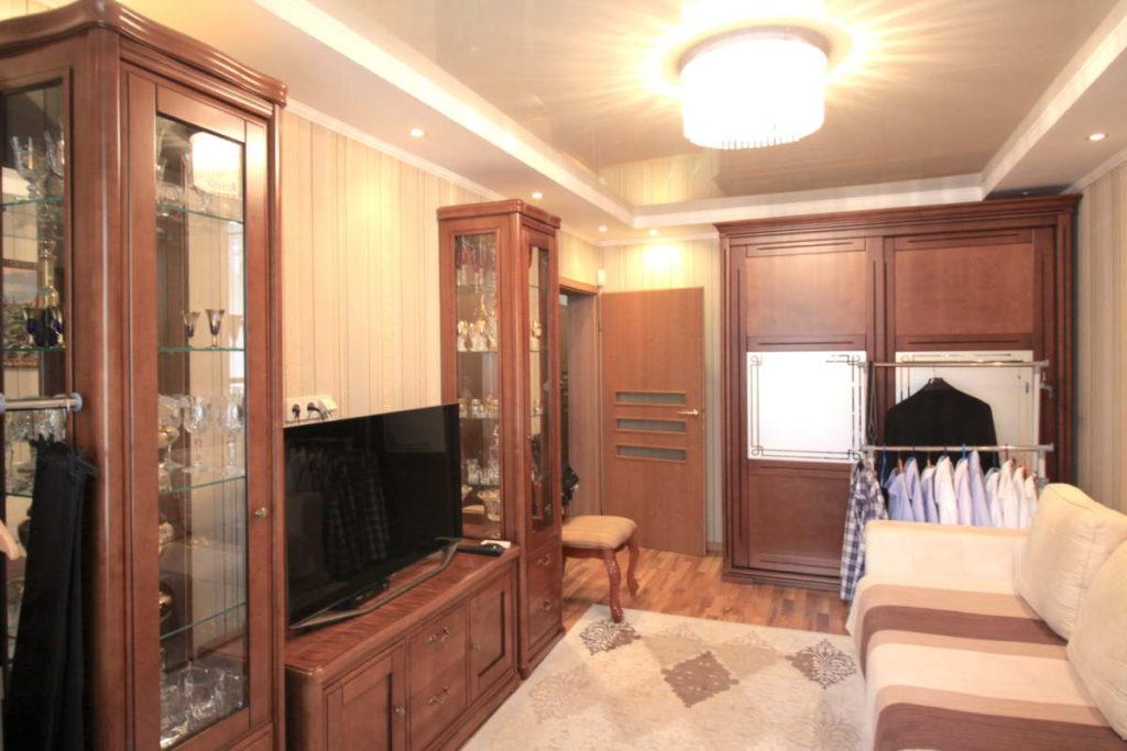 Трех комнатная квартира с ремонтом в жилом районе 9