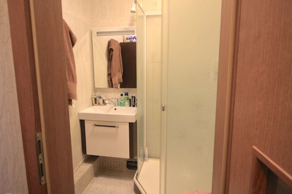 Трех комнатная квартира с ремонтом в жилом районе 12