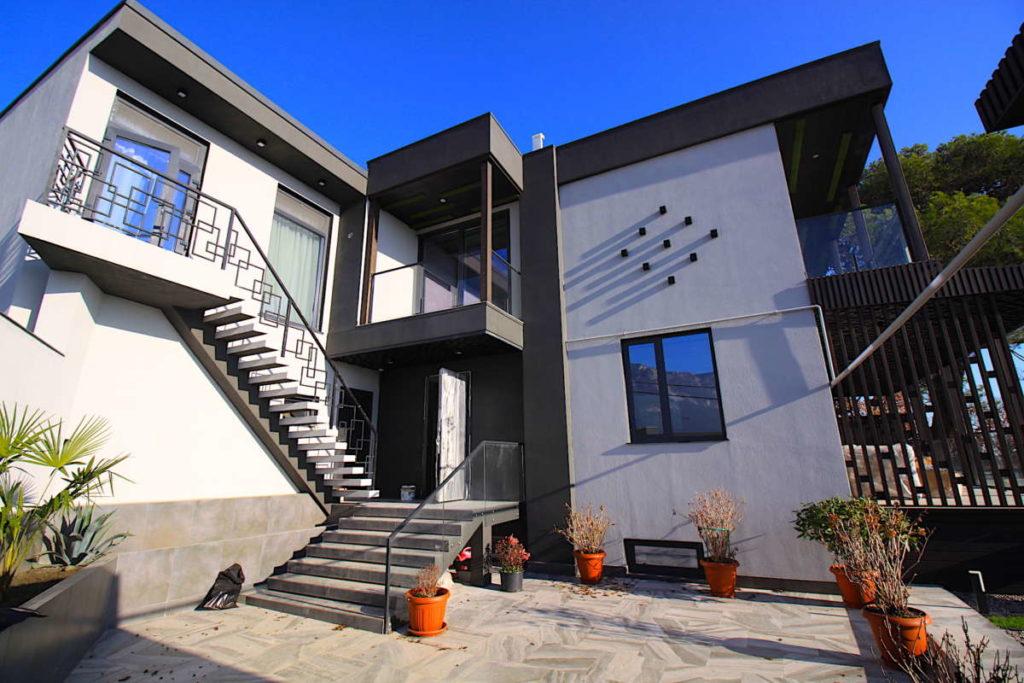 Дизайнерский дом в Ялте с коммерцией 10