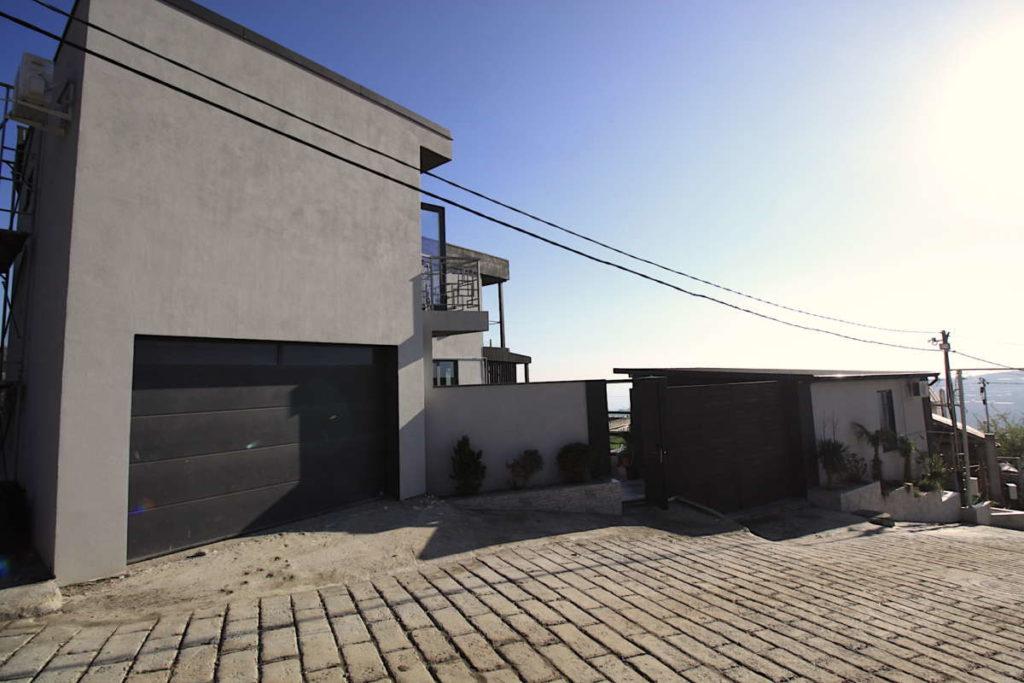 Дизайнерский дом в Ялте с коммерцией 25