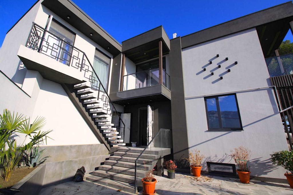 Дизайнерский дом в Ялте с коммерцией 27