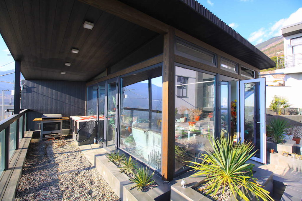Дизайнерский дом в Ялте с коммерцией 28
