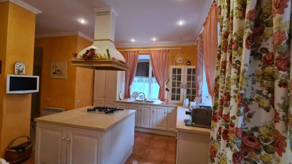 Дом с дизайнерским ремонтом в пгт.Горный 12