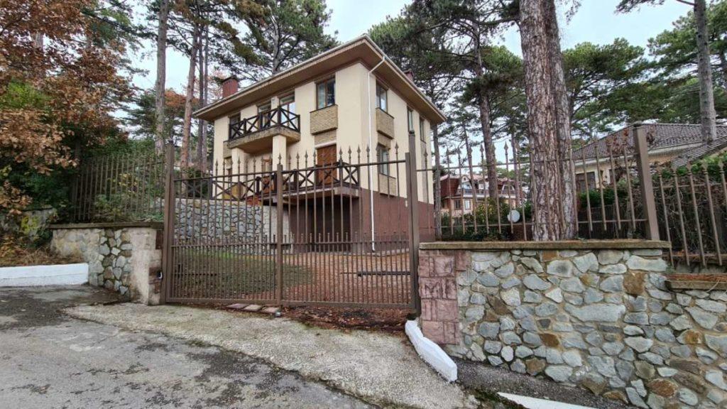 Дом с дизайнерским ремонтом в пгт.Горный 41